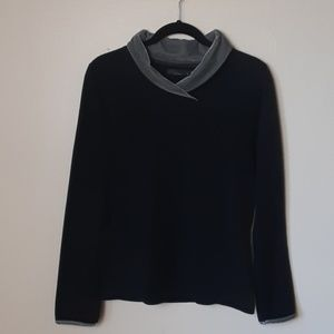 Women's black fleece prana pullover medium